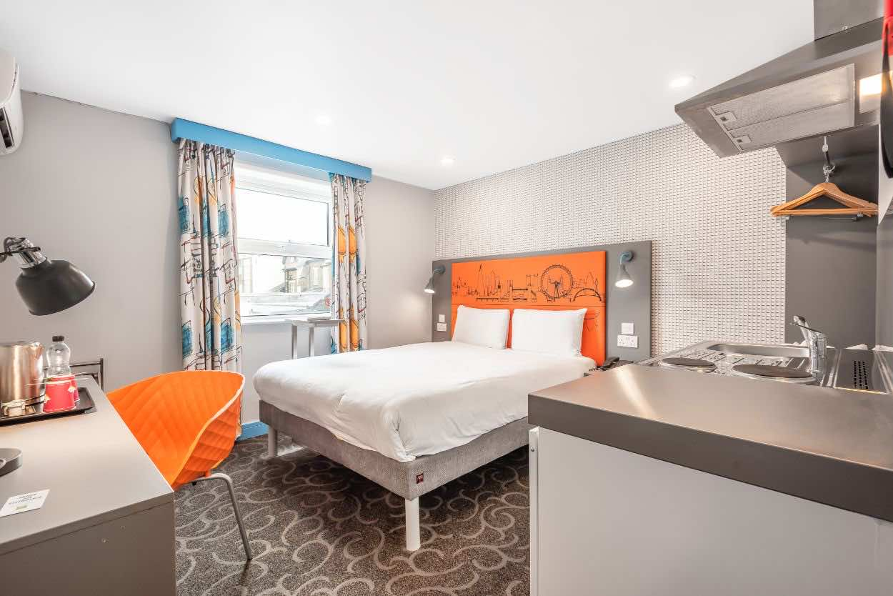 London Croydon Aparthotel bedroom