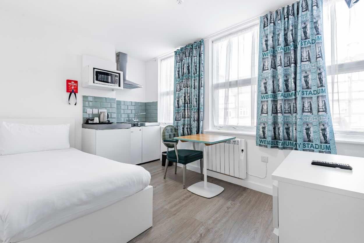 London wembley aparthotel bedroom